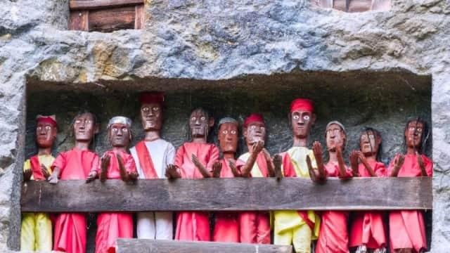 Ritual Pemakaman Tau Tau di Tana Toraja