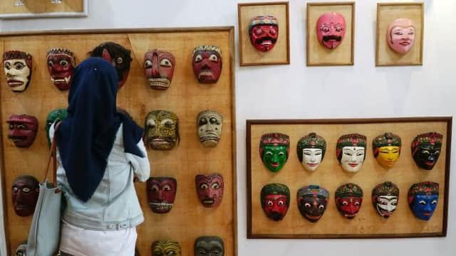 Kolektor Topeng dari Bandung Berburu sampai Jepang