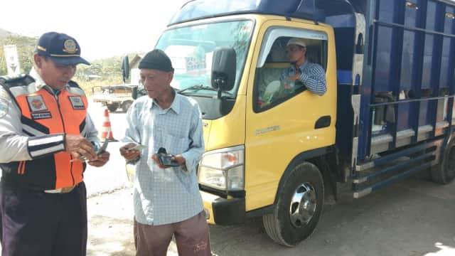 Marak Truk Pasir Tanpa Penutup di Tegal, Polisi akan Tindak Tegas