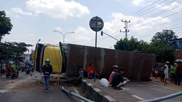 Terjadi Kecelakaan Truk dan Bus di Jalur Pantura Kota Tegal
