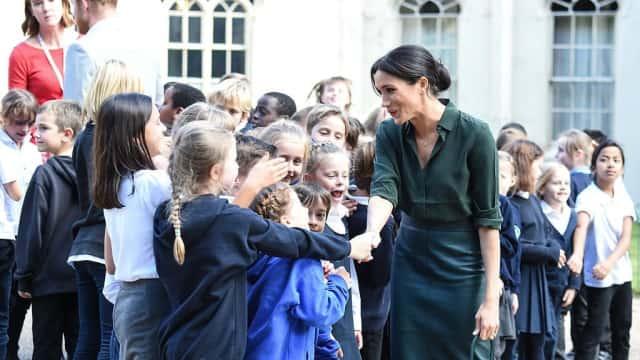 Foto: Momen Kedekatan Meghan Markle dengan Anak-anak di Sussex Inggris