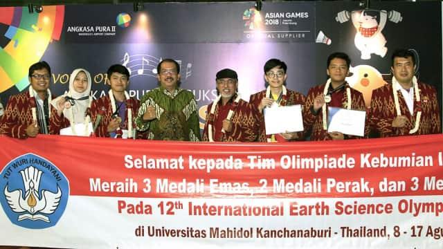 Pelajar Indonesia Boyong 3 Emas di Olimpiade Internasional Thailand