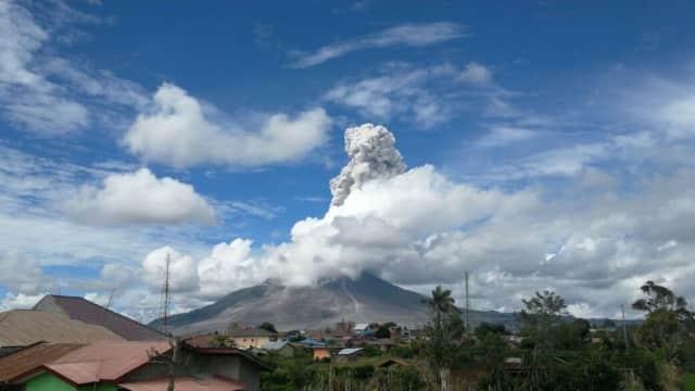 Gunung Sinabung 5 Kali Erupsi dalam 30 Menit