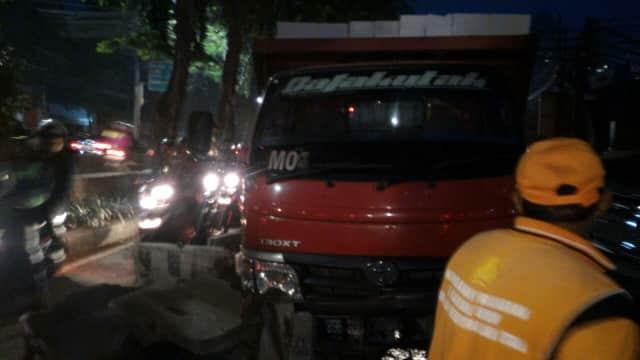 Tumpahan Bensin di Depan Gandaria City Sebabkan Kemacetan
