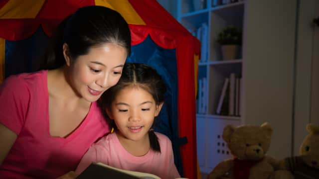 Manfaat Dongeng Menurut Para Ahli: Bisa Tingkatkan Kecerdasan Anak