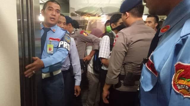 KPK Geledah Ruang Kerja Anggota DPR Eni Saragih Selama 4 Jam