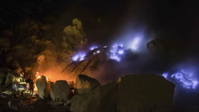 Fenomena Blue Fire di Kawah Ijen, Bagaimana Bisa Terjadi?