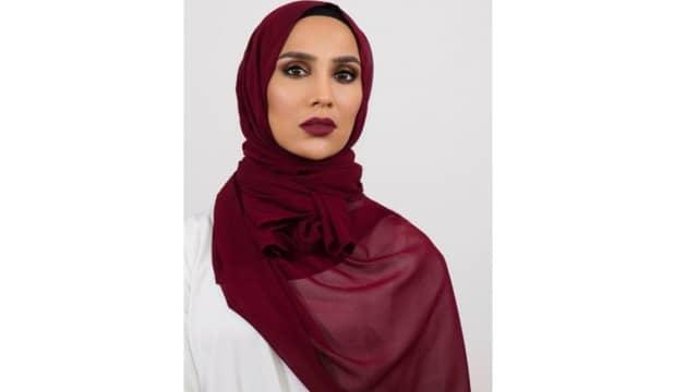5 Fakta tentang Amena Khan, Model Berhijab L'Oreal Pertama