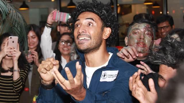 Ketika Ario Bayu Diserang Gerombolan Zombie di Mal
