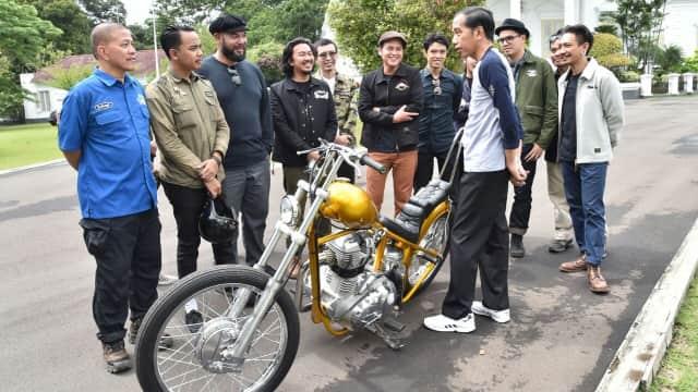 Reaksi Jokowi saat Menerima Motor Chopper `Emas`