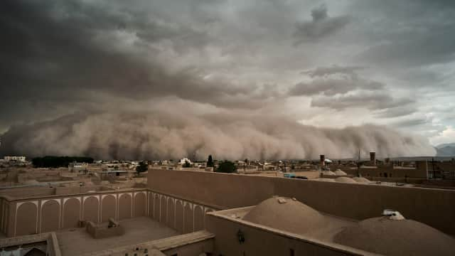 Konflik di Negara Tetangga Persulit Iran Tangani Badai Pasir