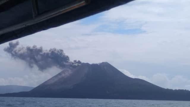 BNPB: Gunung Anak Krakatau Meletus Hal Biasa, Tidak Berbahaya