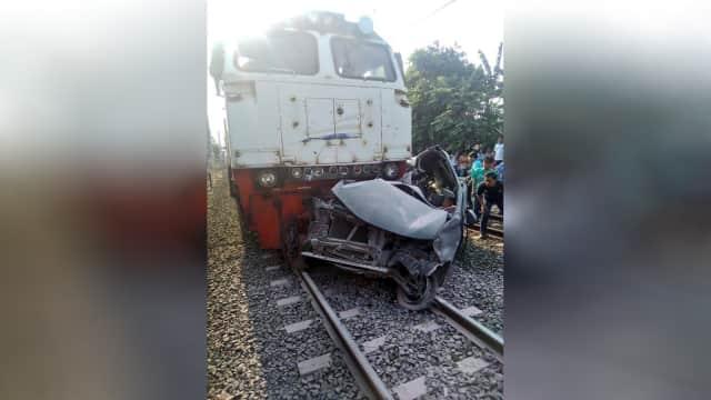 Pengemudi Avanza Meninggal Usai Terobos Jalur Kereta di Bekasi