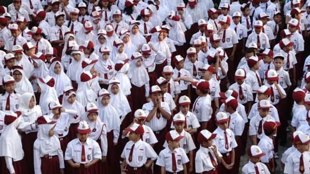 5 Langkah Siapkan Anak Ikut Upacara Bendera 17-an di Sekolahnya