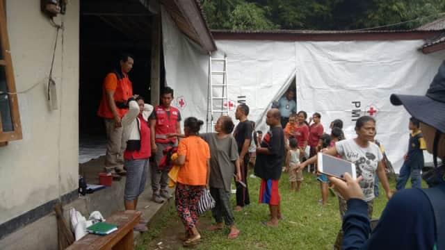 Kepulangan Pengungsi Gunung Agung Terhalang Jalan Putus