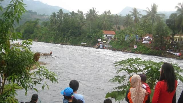 Pemprov Jabar Siapkan Mesin Keruk Sampah Buatan Pindad untuk Sungai Citarum