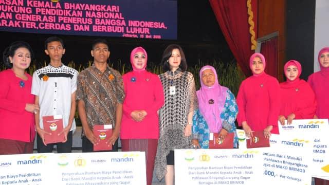 Bantuan Kemanusiaan Bagi Keluarga Pahlawan Bhayangkara
