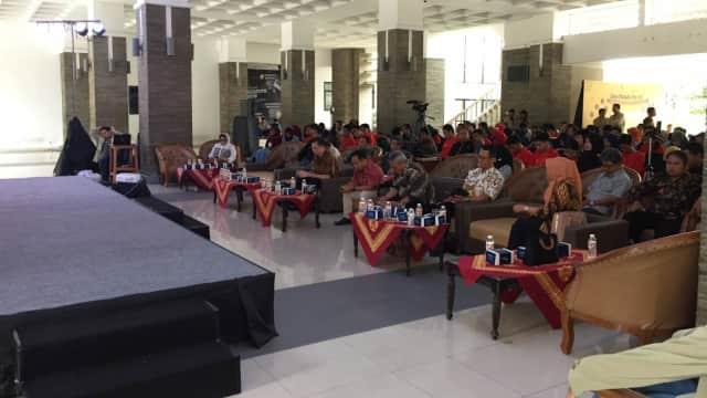 Hoaks Adalah Musuh Tim Jokowi dan Tim Prabowo
