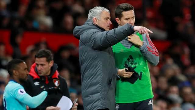 Bagi Mourinho, Manchester United Butuh Gelandang Baru