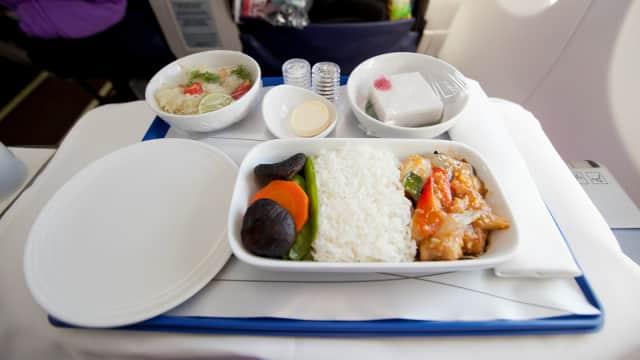 Bolehkah Meminta Makanan Tambahan di dalam Pesawat?