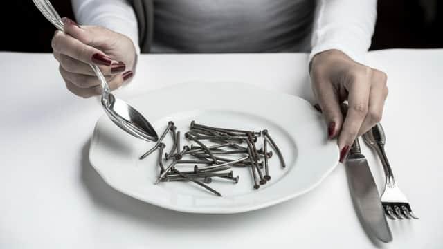Perbedaan 'Makan Pakai Sendok' dengan 'Makan Sendok' yang Mencerahkan