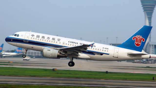 Pramugari China Dipecat karena Dilamar Kekasihnya di Atas Pesawat