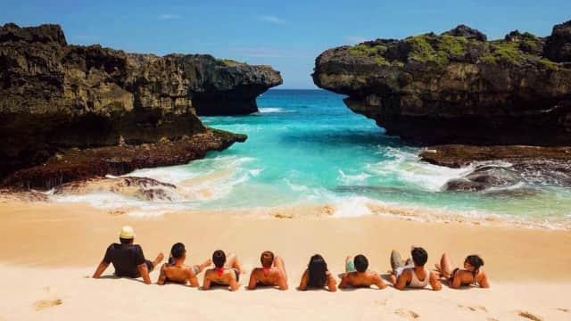 Pantai Mandorak, Surga yang Dikepung Dua Tebing di Nusa Tenggara Timur