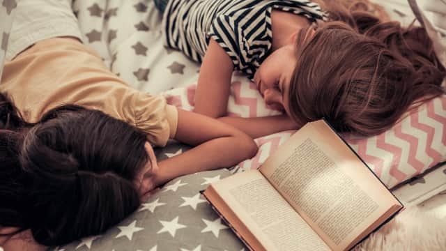 Yang Perlu Diperhatikan Bila Balita dan Kakak Tidur Sekamar