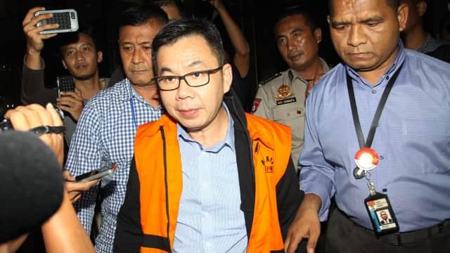 KPK Geledah Diler Mobil di Medan