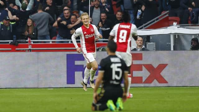 Satu Kaki Ajax Sudah di Final
