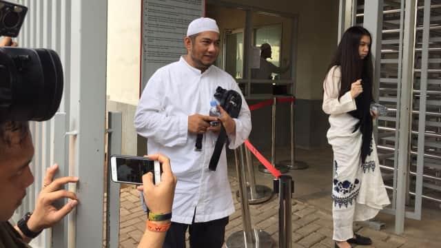 Suami Bupati Rita Bawa Opor Ayam ke Rutan KPK untuk Istrinya