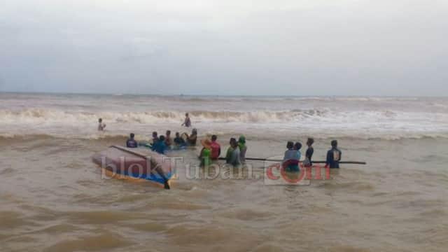 Cuaca Buruk dan Ombak Tinggi, Nelayan di Tuban Tak Berani Melaut