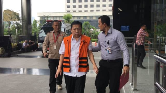 Diperiksa KPK, Setya Novanto Jalan Kaki hingga Naik Tangga Lantai 2