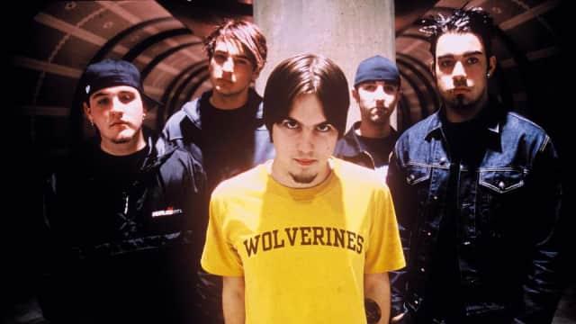 7 Lagu Emo yang Pasti Ada di Playlist Anak Gigs Tahun 2000-an