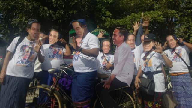 NasDem Bali Daftarkan Bacaleg Pakai Topeng Jokowi, PDIP Bawa Kesenian