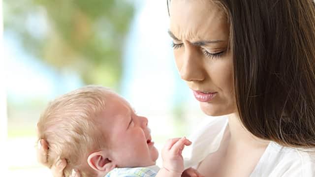Hasil Riset Anjurkan Orang Tua untuk Menatap Mata Bayi