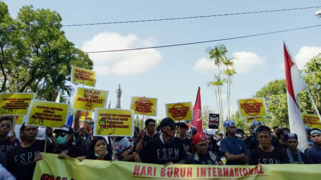 Massa May Day di Bali: Masa karena Erupsi Gunung Agung Kami Di-PHK?