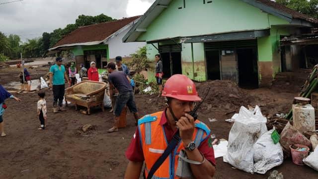 PLN Amankan Aliran Listrik Pasca Banjir Bandang di Banyuwangi