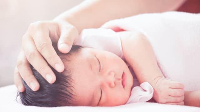 Rekomendasi Aman Menidurkan Bayi