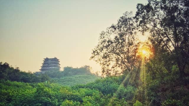 Hainan, Bukan Hanoi