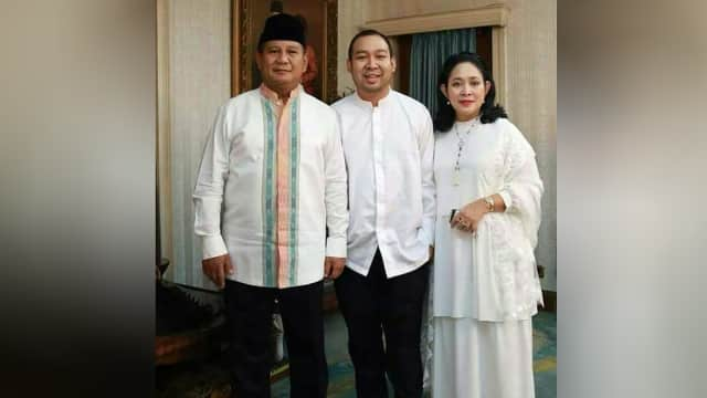 Potret Kebersamaan Prabowo, Titik Soeharto, dan Anak Tunggal Mereka