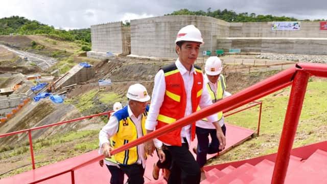 Jokowi Tinjau Bendungan Paselloreng yang Bisa Aliri 7.000 Ha Sawah