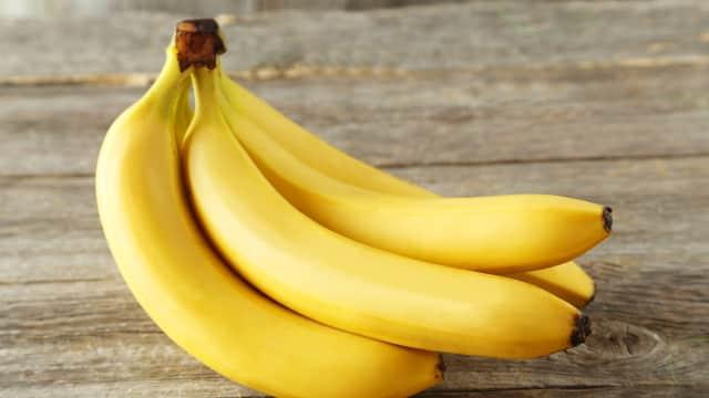 5 Manfaat Rutin Makan Pisang bagi Anak