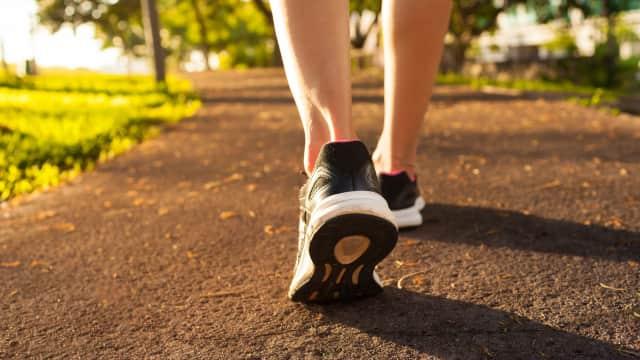 Membakar Kalori hingga Memperbaiki Mood, Ini 5 Manfaat Berjalan Kaki