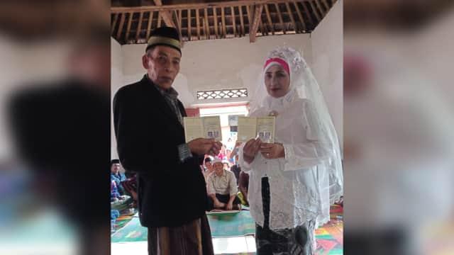 CLBK di Usia 60 Tahun, Aisiyah Akhirnya Nikah dengan Mantan Pacar