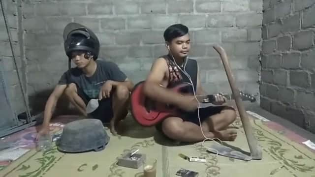 Viral Video: Cover Lagu 'Bintang di Surga-Peterpan' oleh Musisi Lucu