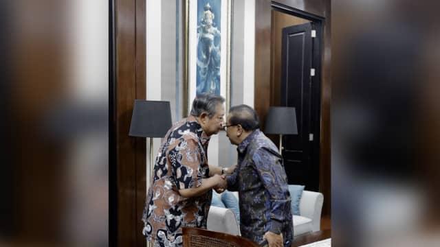 Pakdhe Karwo Tak Pindah Partai dan Akan Menangkan Demokrat di 2019