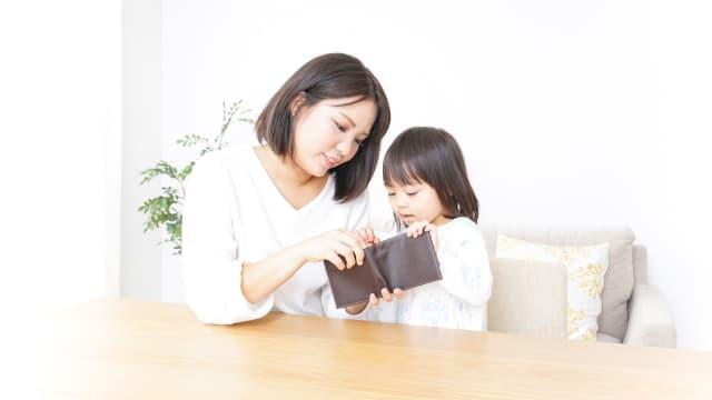 Cara Hadapi Anak yang Terus Menerus Minta Uang