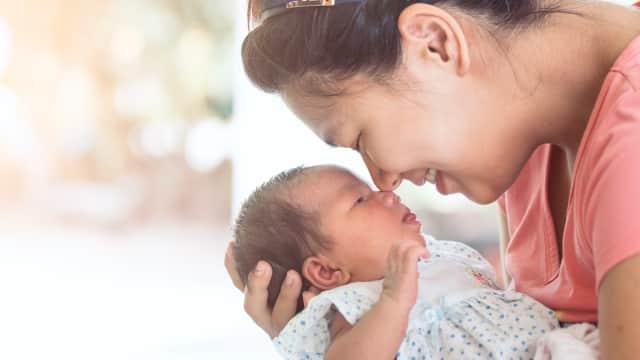 Pentingnya Kontak Mata saat Berinteraksi dengan Bayi