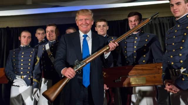 Jutaan Dolar agar Trump Diam soal Kontrol Senjata